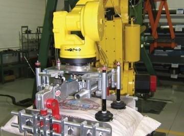 ibd-destaco-bag-lifter-on-the-robot-2